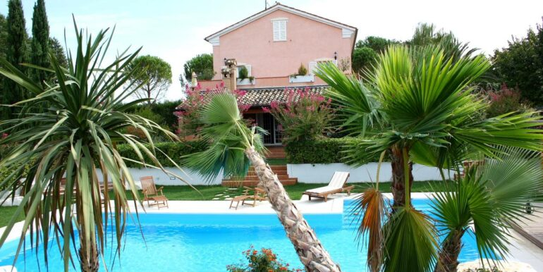 Casale di prestigio con piscina a Corridonia
