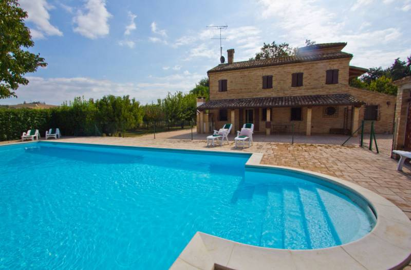Restored Countryhouse with pool in Treia
