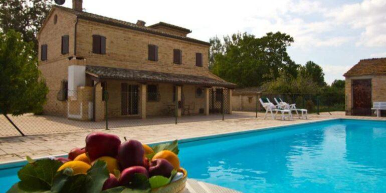 Casale ristrutturato con piscina e accessori a Treia