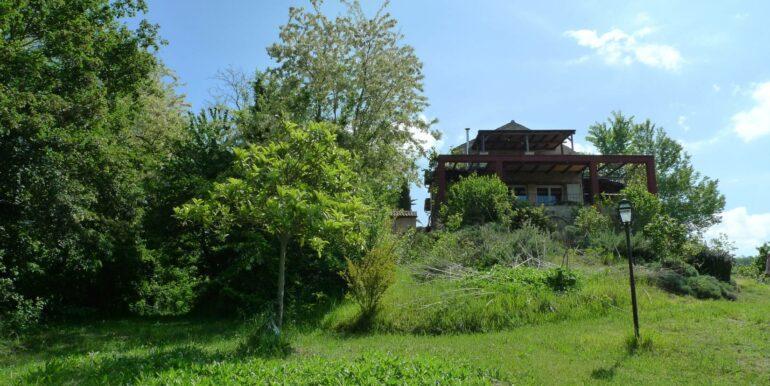 Casale con dependance e terreno a Petritoli