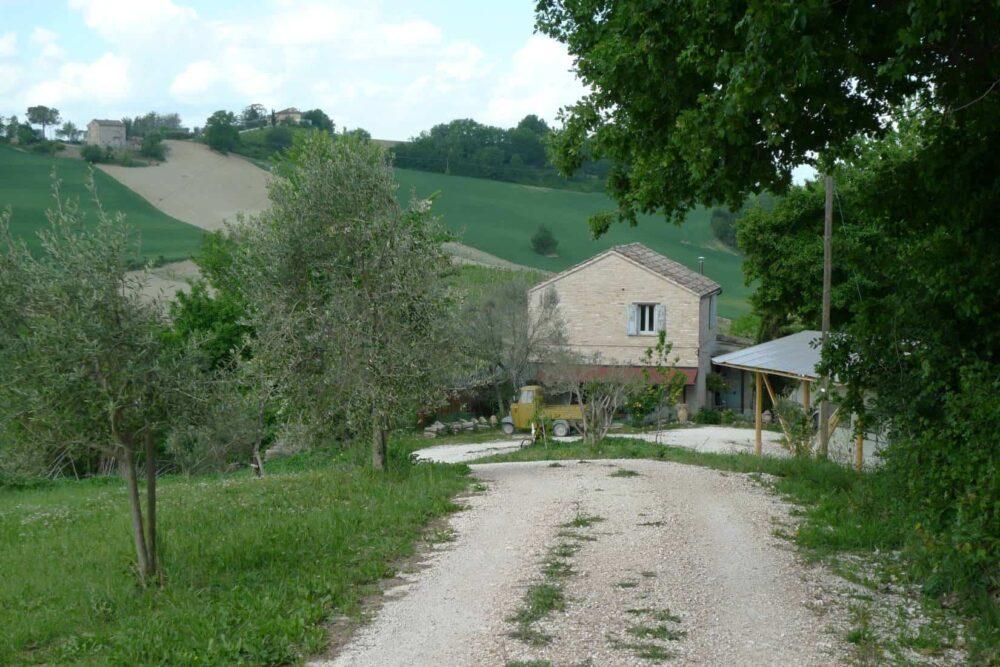 Casale con accessori e terreno a Petritoli