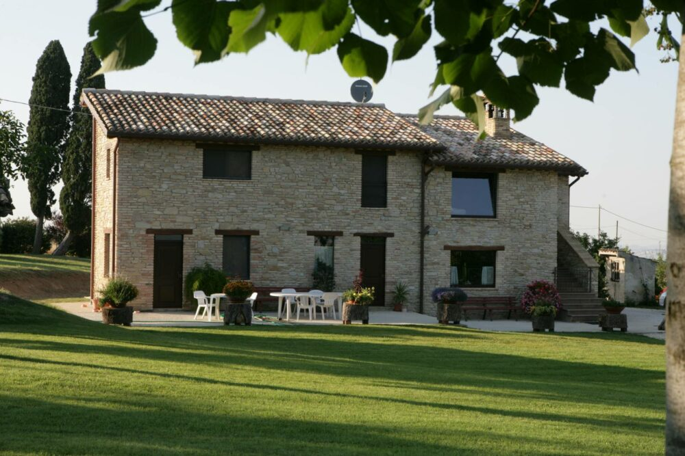 Restored farmhouse for sale in Treia, Marche