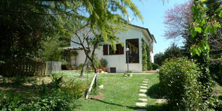 Habitable Farmhouse for sale in the wonderful countryside near the beach