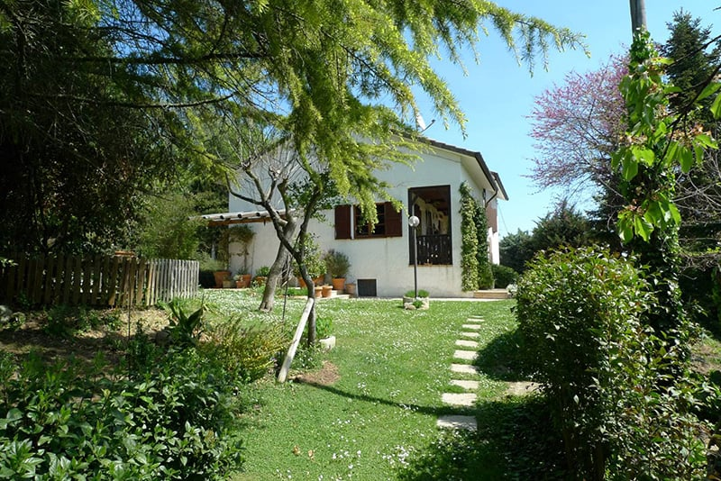 Habitable Farmhouse for sale in the wonderful countryside near the beach