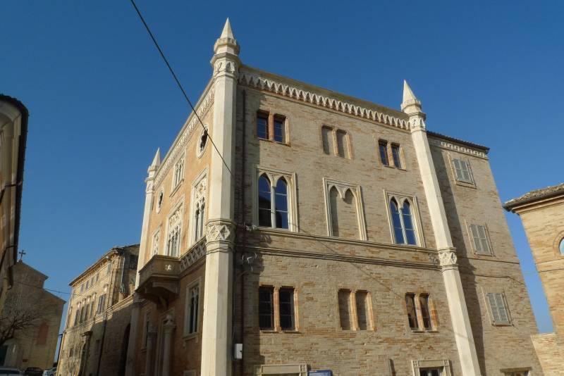 Stupendo Palazzo in Stile Veneziano, possibilità di dividerlo in appartamenti, Hotel o casa privata