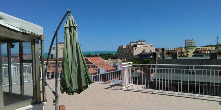 Appartamento su due livelli con splendida terrazza vista mare, 3 /4 camere, a soli 150 mt dal mare!