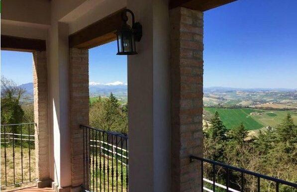 VISTA-dal-terrazzo-casa-in-vendita-Marche