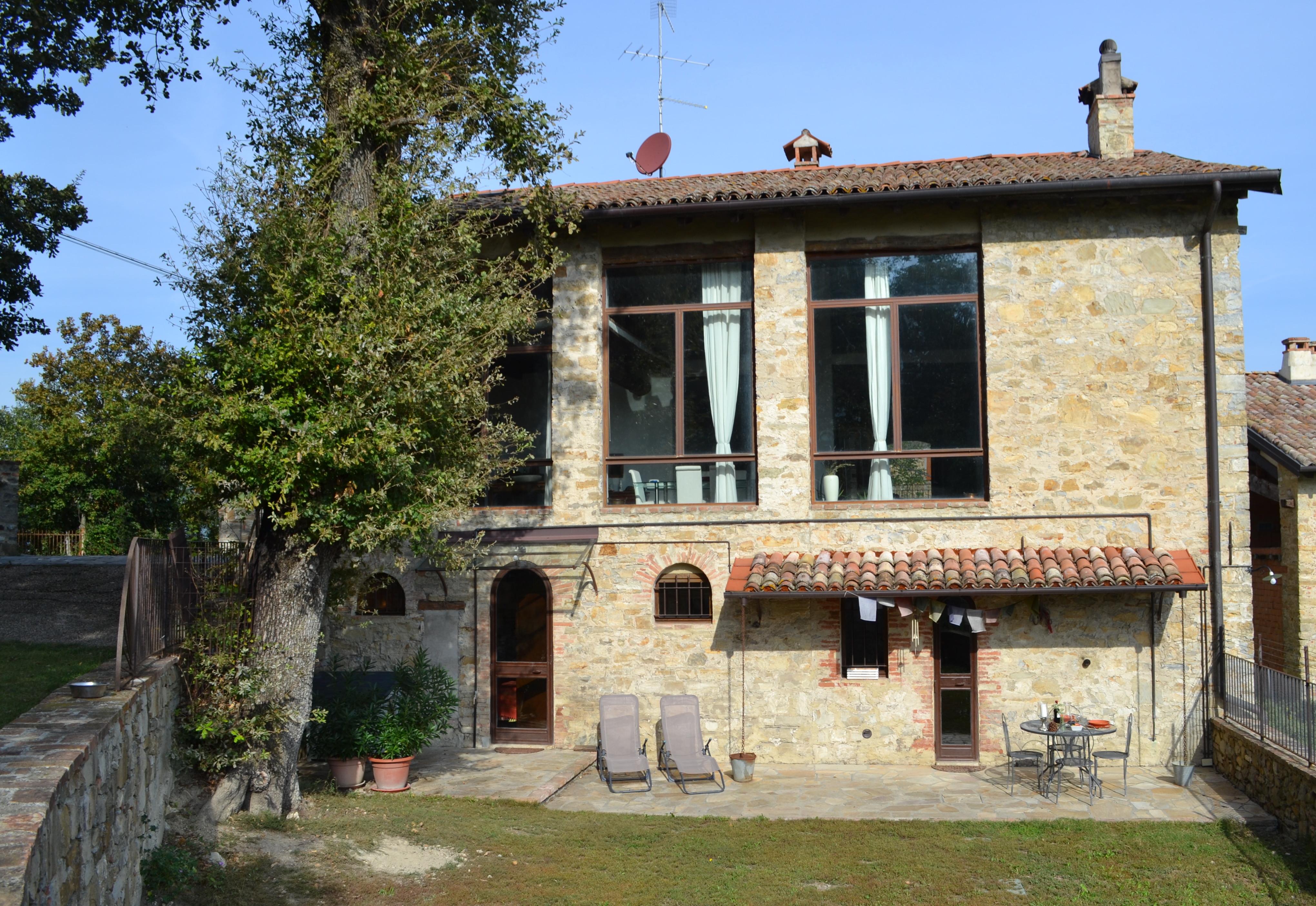 Antico casale in pietra, Appennino Tosco-Emiliano, a Monzuno-Bologna