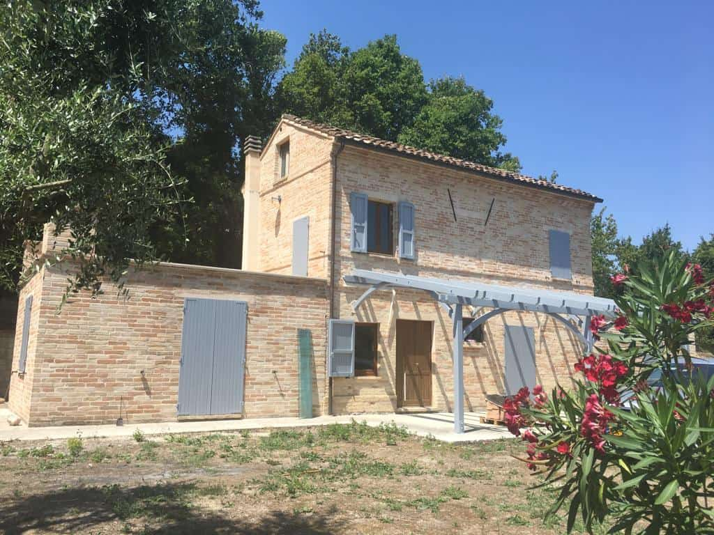 Modern Country house near Montottone