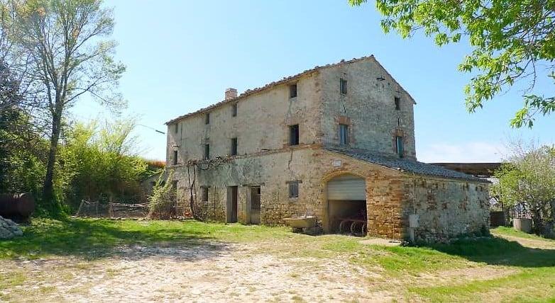 Wonderful sea view! Farmhouse to restore for sale in Le Marche