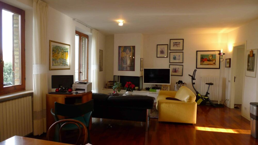 Spacious Apartment in the historic centre of Lapedona, just 10 minutes from the beach