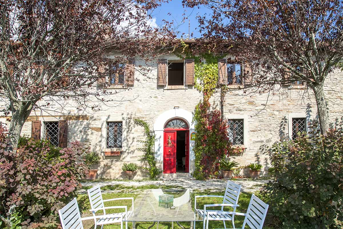 Beautiful anciet and panoramic 5 bedroom property for sale in Le Marche