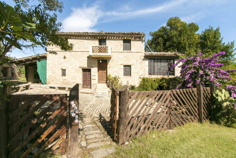Charming ancient Farmhouse in Monteleone di Fermo