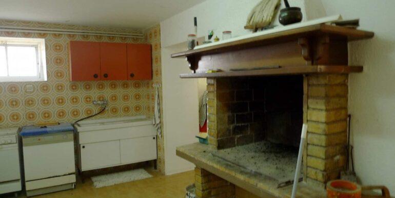 Casolare-con-uliveto-e-annesso-8-1740x960-c-center