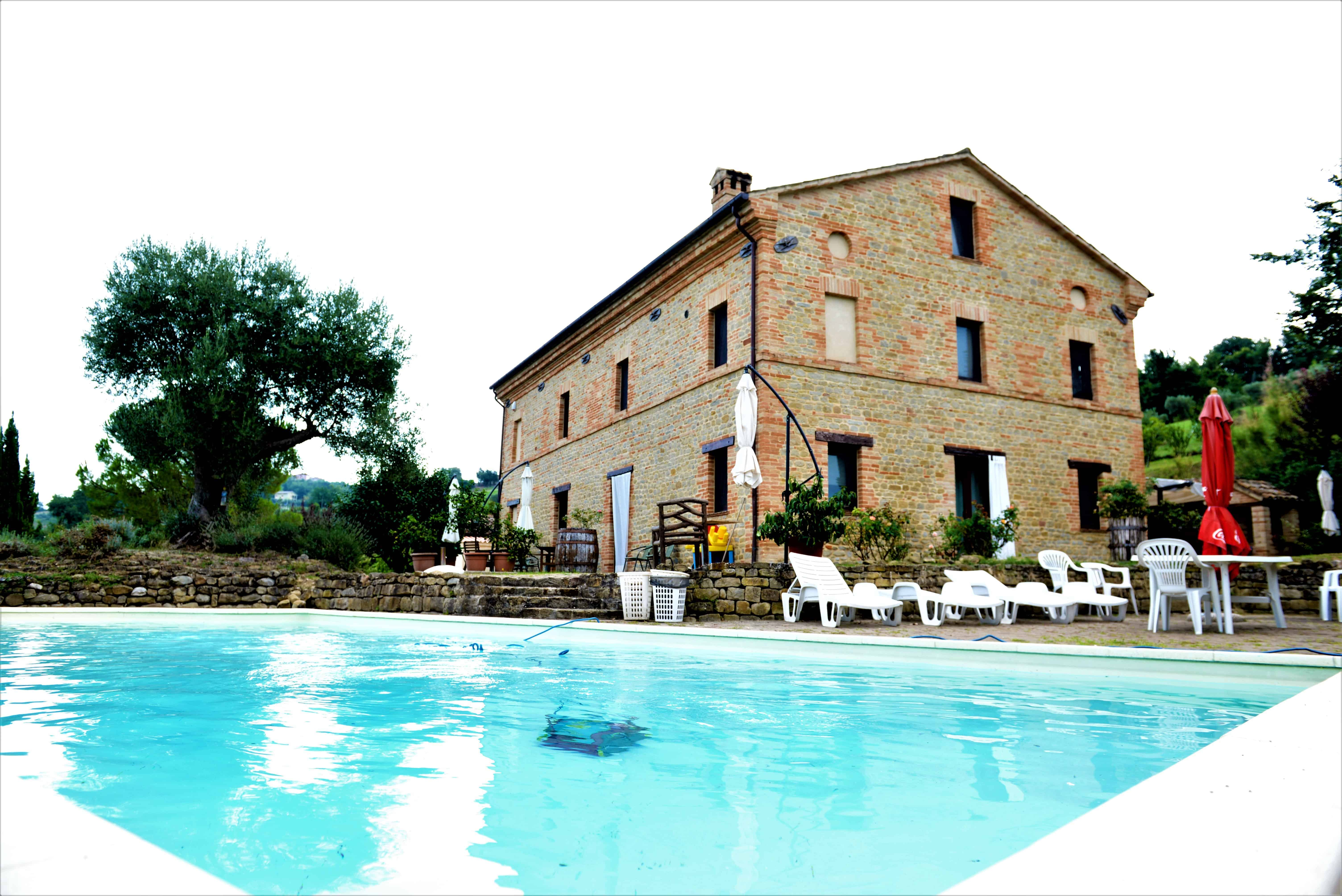 Price reduced. Restored farmhouse in Colmurano with pool