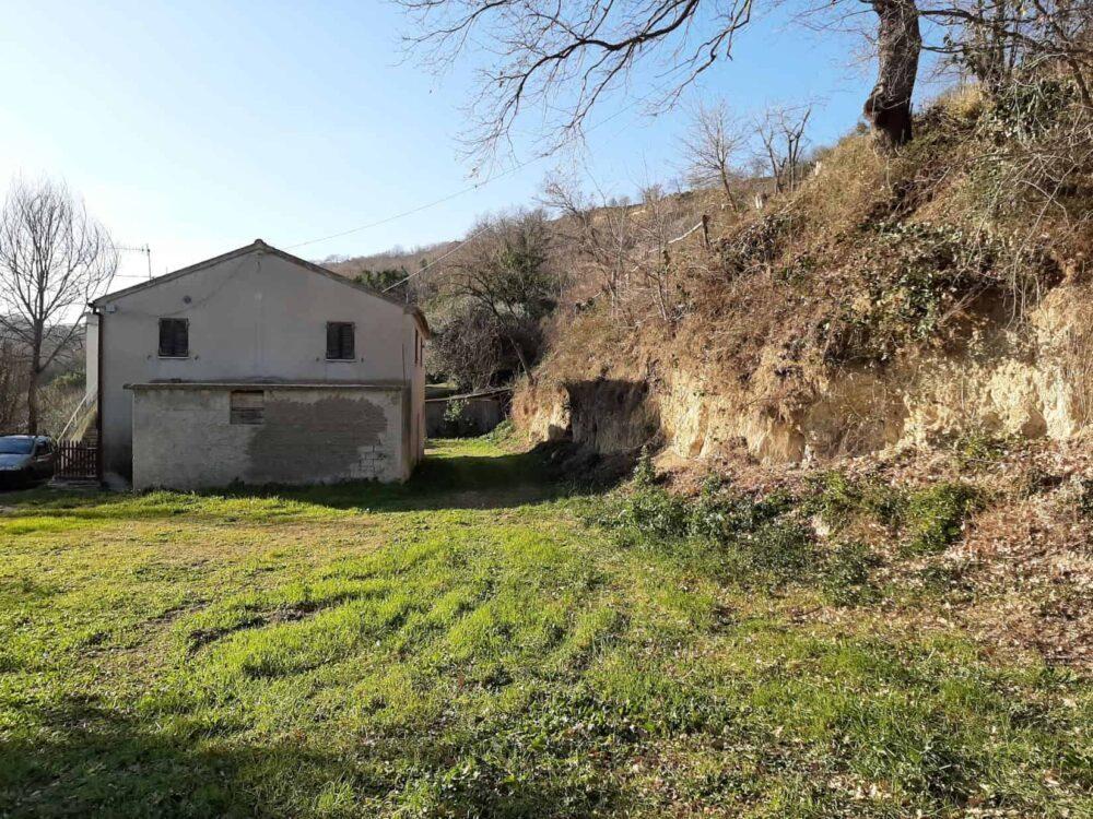 Farmhouse in Massignano with sea view