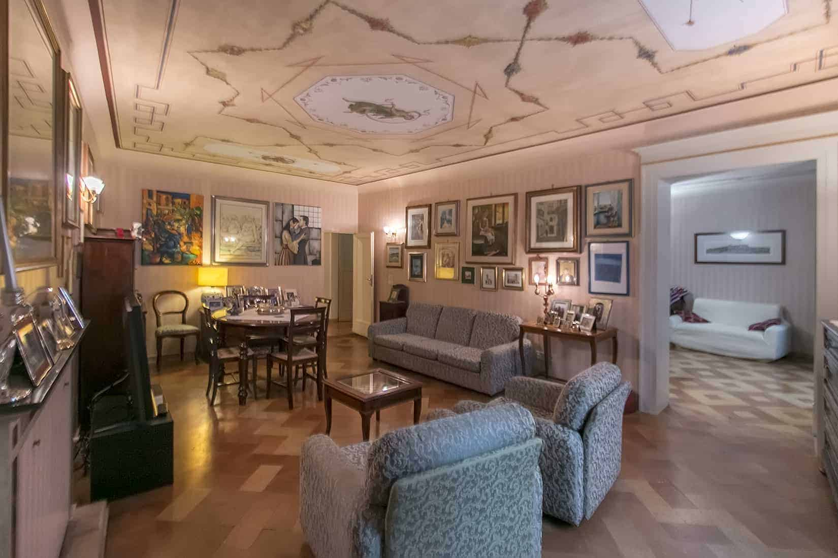 Spacious Apartment with frescoes and terrace in Fermo centre