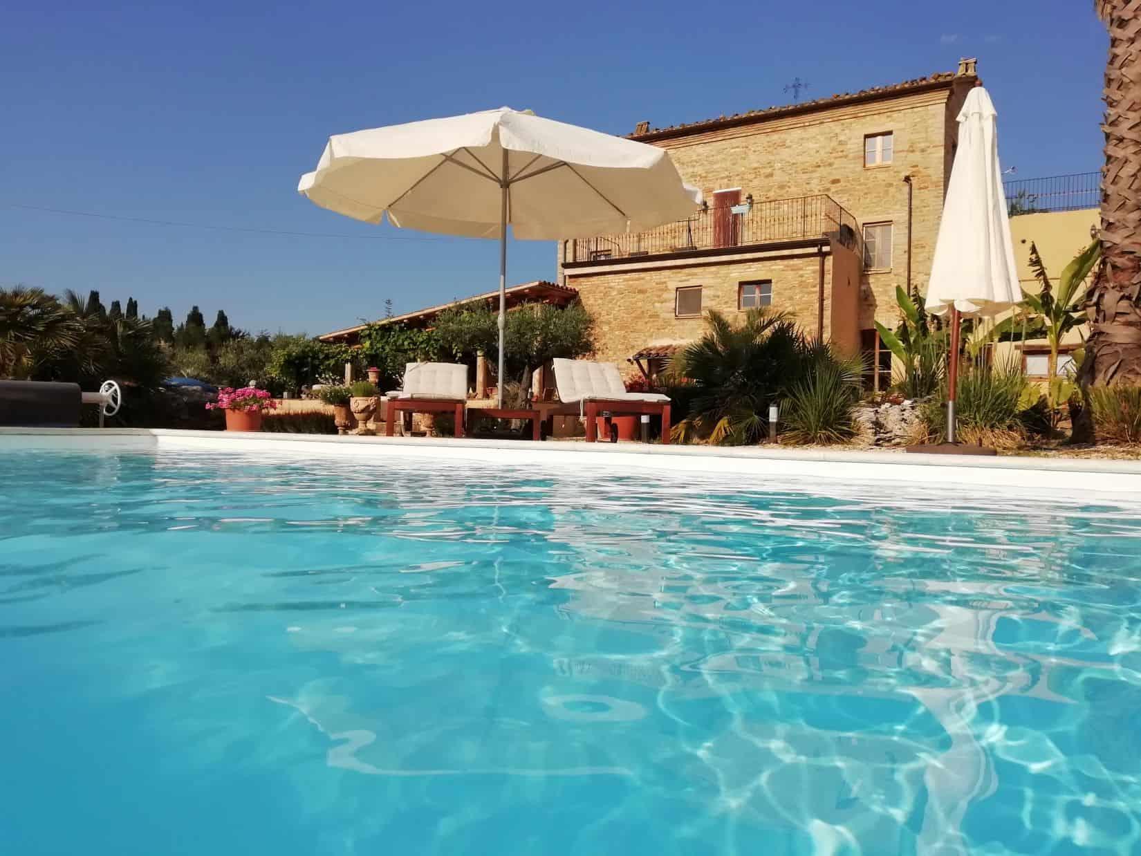 Prestigious Farmhouse with pool, vineyard and olive trees, 4 ha of land.