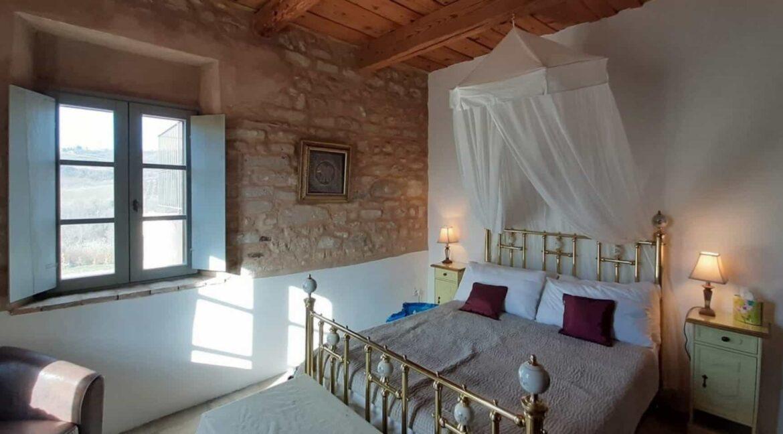 Interni-antico-casale-in-vendita-nelle-Marche-1-1740x960-c-center