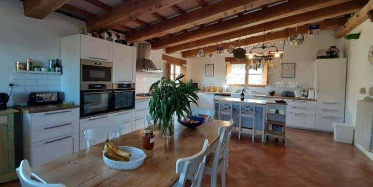 Interni-antico-casale-in-vendita-nelle-Marche-10-1740x960-c-center