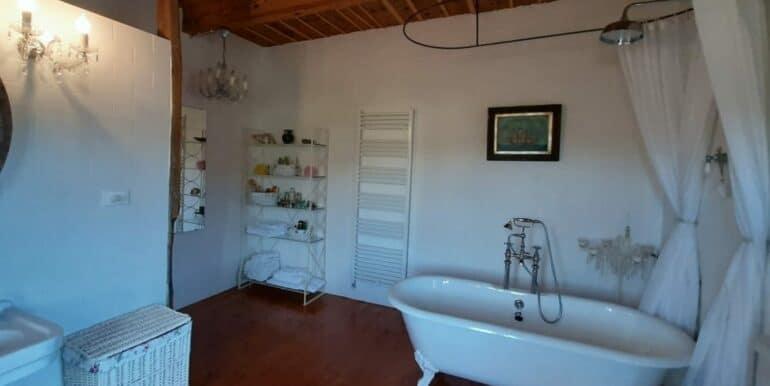 Interni-antico-casale-in-vendita-nelle-Marche-14-1740x960-c-center