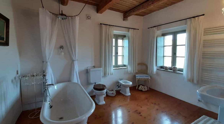 Interni-antico-casale-in-vendita-nelle-Marche-15-1740x960-c-center