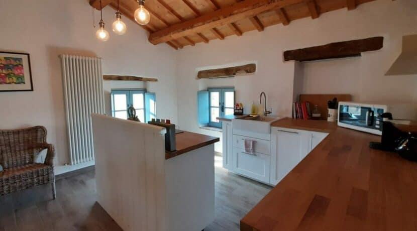 Interni-antico-casale-in-vendita-nelle-Marche-8-1740x960-c-center
